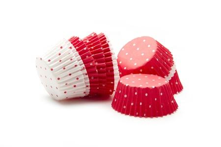 decoracion de pasteles: tazas vacías para magdalenas aisladas sobre fondo blanco Foto de archivo