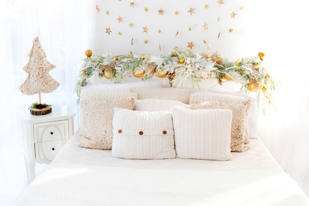 Cozy bedroom in bright colors decorated for Christmas Standard-Bild