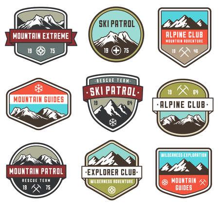 Reeks van 9 vector hoge kwaliteit Kleurrijke badges en insignes voor mountain verwant ontwerp.