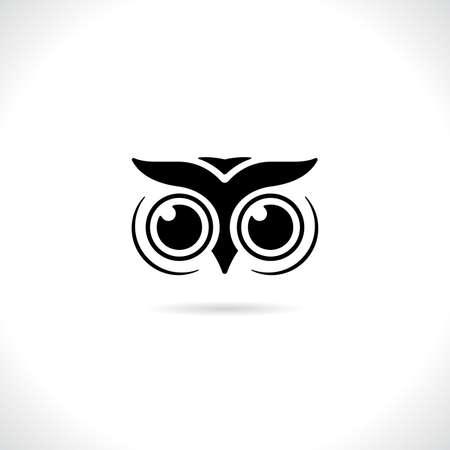 Vector of an owl face design on white background. animal bird logo.
