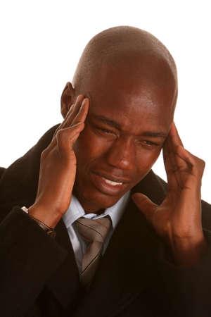 male headache: Hombre de negocios africanos con dolor de cabeza y la celebraci�n de su cabeza