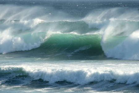 mare agitato: Grezzi onde ventoso largo della Costa Sud Africa