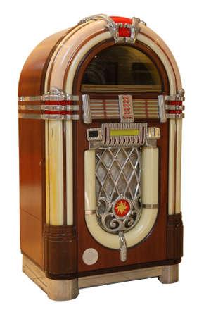 Oude jukebox muziekspeler geïsoleerd op witte achtergrond
