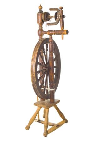 오래 된 골동품 빈티지 전통적인 회전 바퀴, 흰색 배경에 러시아에 고립 된 19 세기의 실톳 스톡 콘텐츠