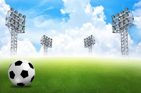 soccerfield: voetbalveld voetbalstadion op het groene gras blauwe lucht Stockfoto