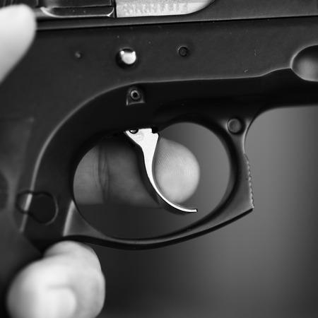 gatillo: Primer plano del gatillo de un rifle Foto de archivo