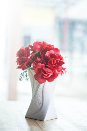 rose bouquet: decorative flowers on the table