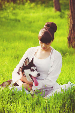 mujer enamorada: Young girl with a dog Husky spring in nature