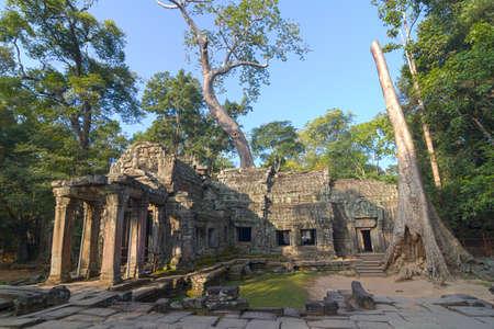 hinduism: El antiguo templo hinduismo lejos de Angkor Wat. Foto de archivo