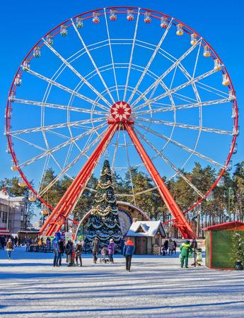 gorki: Attractions at Gorki Park in Kharkov - The wheel