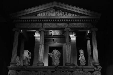columnas romanas: romano columnas en blanco y negro dispararon