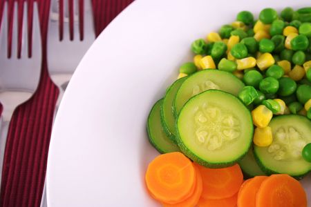 plato del buen comer: Hortalizas frescas  Foto de archivo