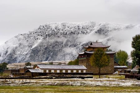 tibetan house: Snow view of tibetan village at Shangri-la China Stock Photo