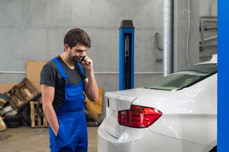 Repairer talking with a customer on the phone