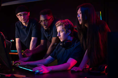 Friends came to the computer club to play together, choose a game