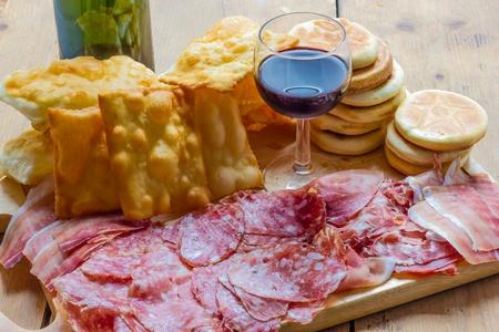 Tigelle e Crescentine from Bologna Italy Standard-Bild