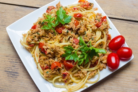 A plate of spaghetti with tuna photo