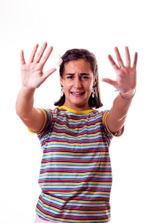 mains ouvertes: petite fille avec les mains ouvertes Banque d'images