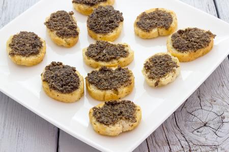 Crostini con funghi e tartufo
