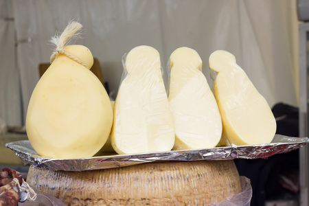 scamorza cheese: Scamorze from Italy