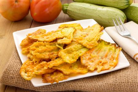 Fried Zucchiniblüten Standard-Bild