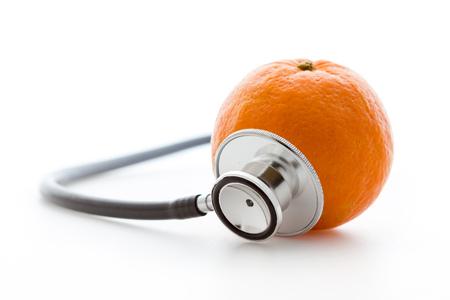 fonendoscopio: Estetoscopio y naranja