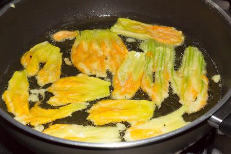 fryed: Fried zucchini flowers