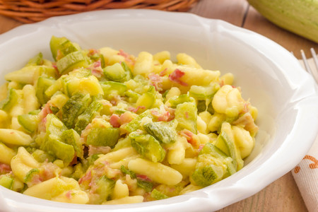 courgettes: Cavatelli pasta with bacon and courgettes