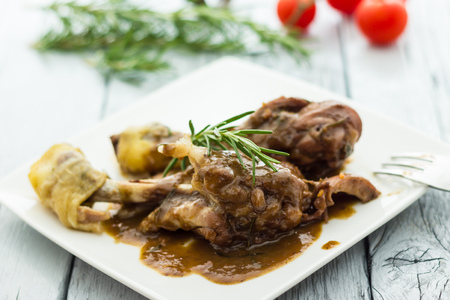 Chicken legs with red wine