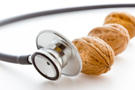 alergenos: Estetoscopio con nueces Foto de archivo