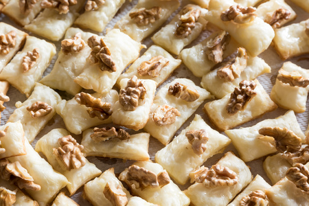 Cook appetizers with bread and walnuts