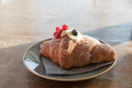Creamy croissant with berries