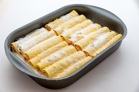 Cannelloni with mushrooms and cooked ham