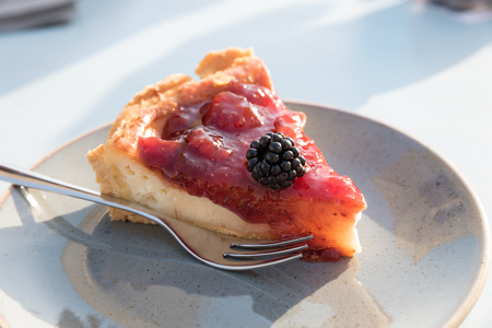 Creamy cake with berries