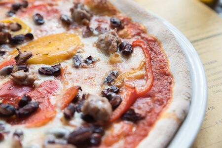 Neapolitan pizza sausage with peppers and mushrooms Zdjęcie Seryjne