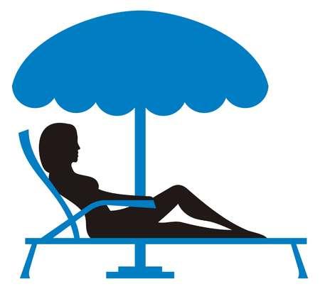 Silueta de una mujer joven que se relaja en silla de lounnge con parasol