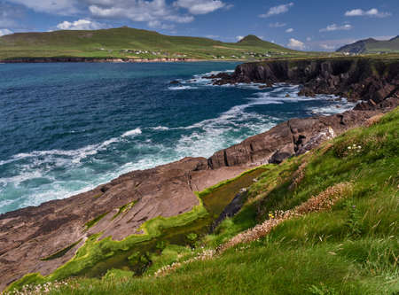 dingle peninsula: Waves hitting against the cliffs on the Dingle peninsula, Ireland