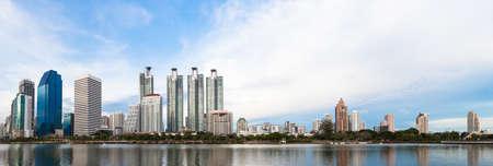 bedrijfsgebouwen gebied en kantoor, stadsgezicht panorama bij twillight Stockfoto