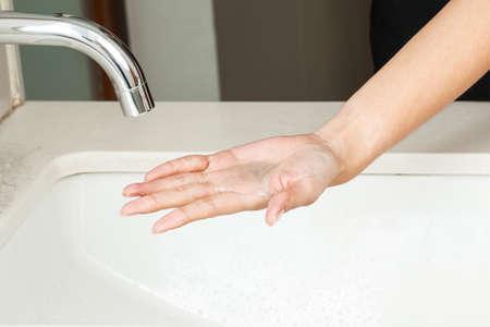 lavage mains: Se laver les mains avec du savon