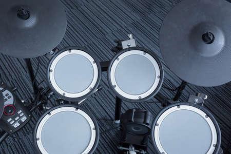 音楽的背景技術テーマ、平面図として部屋のコーナー電子ドラムセット