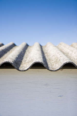 Asbestos roof in the blue sky Banque d'images