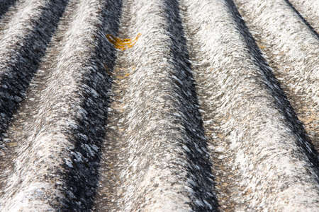 dangerous construction: Dangerous asbestos roof - Medical studies have shown That the asbestos particles can cause cancer