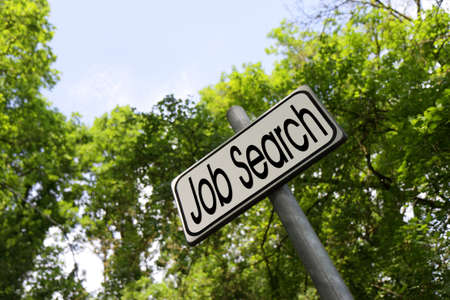Op zoek naar werk voor outdoor-activiteiten. image zoek concept Job Stockfoto