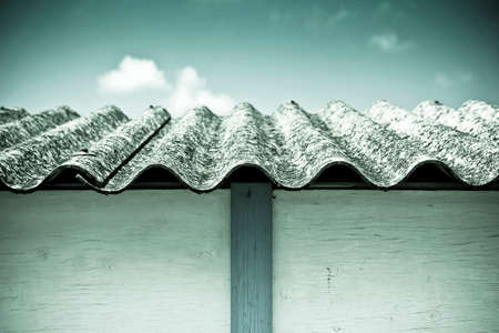 asbestos: Dangerous asbestos roof - Medical studies have shown that the asbestos particles can cause cancer Stock Photo