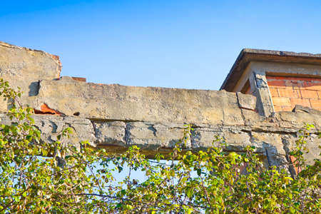 infiltration: Old reinforced concrete structure that must be demolished