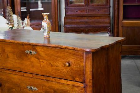 Détail d'un ancien mobilier italien restauré - Culture italienne