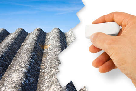 Hand die asbest verwijdert - Asbestvrije conceptafbeelding - Een van de gevaarlijkste materialen in de bouwsector