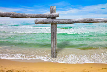 Coastline with wooden fence - concept image  Banque d'images