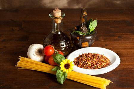 nutricion: pasta with tomato oil and garlic