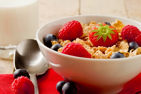 cereal bowl: delicious breafast made of corn flakes with berries and fresh milk Stock Photo